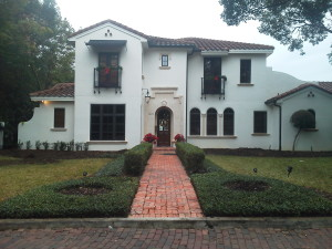 Before picture of a landscaping redesign in Winter Park